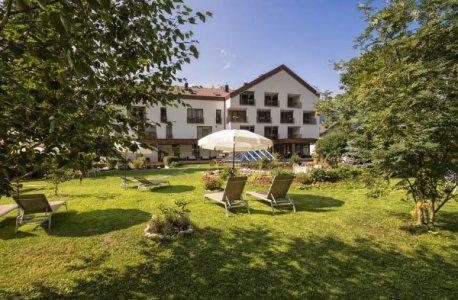Fotoreise-Dolomiten-Hotel-Region-Toblach-Garten