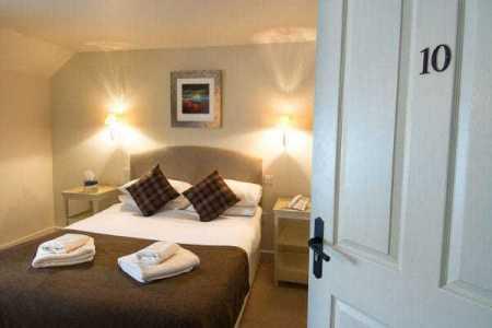 Fotoreise-Mystisches-Schottland-Hotel-Drumnadrochit-Zimmer
